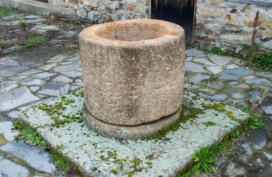 Στόμιο πηγαδιού | Μουσείο πέτρας - Πετρωτά Έβρου